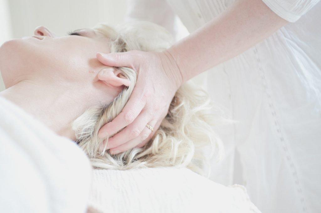 Neck massage at Beyoutiful Escape - Panama City